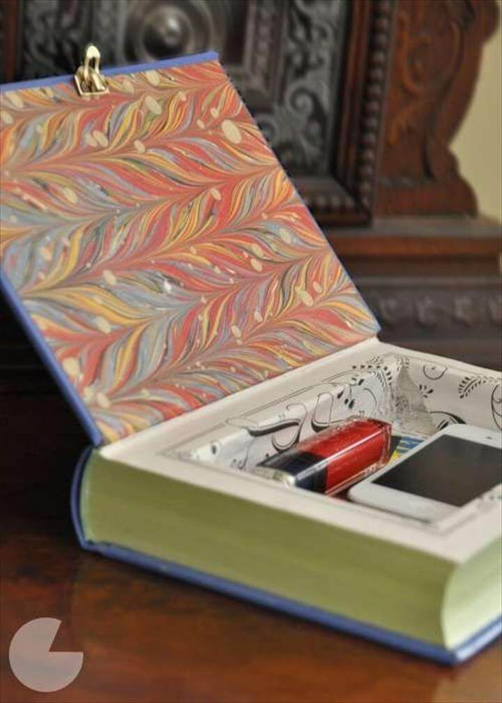 DIY Book Clutch! Fashionable Literature Purses