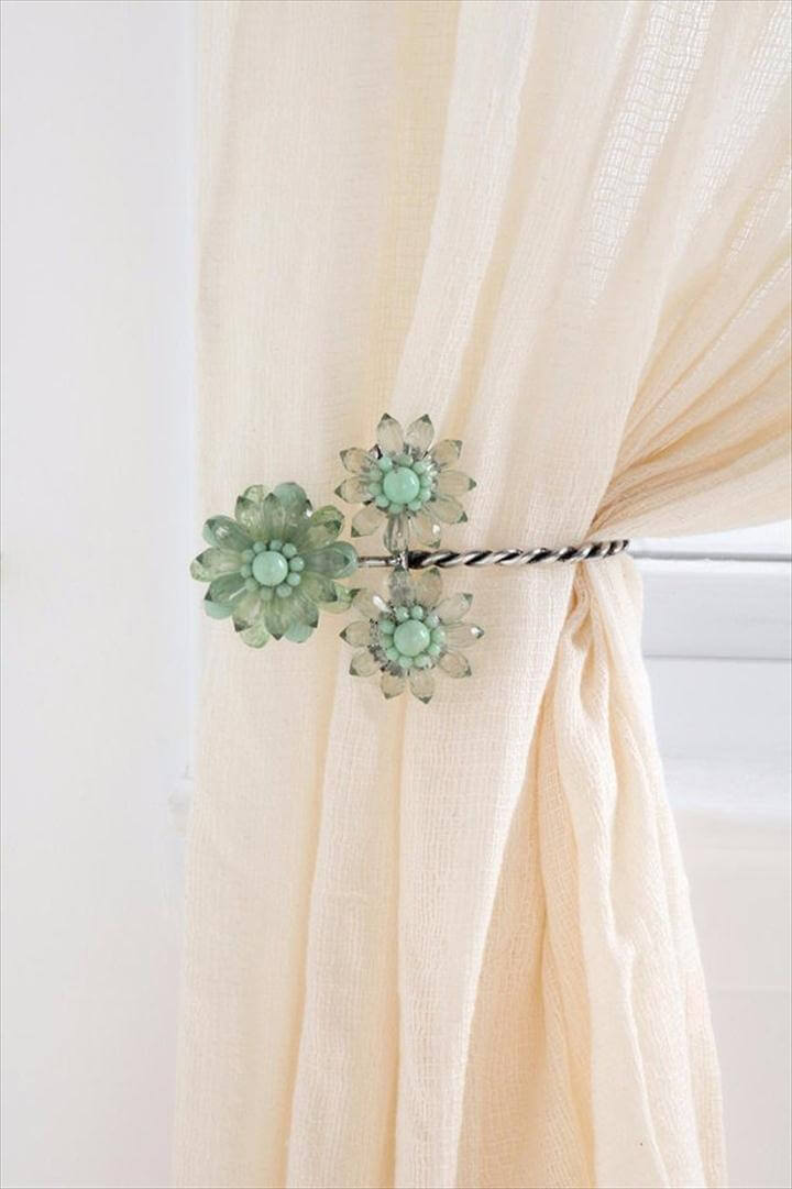 DIY Charming Curtain Tie Backs,DIY Renters Decor Ideas - DIY Charming Curtain Tie Backs - Cool DIY Projects for Those