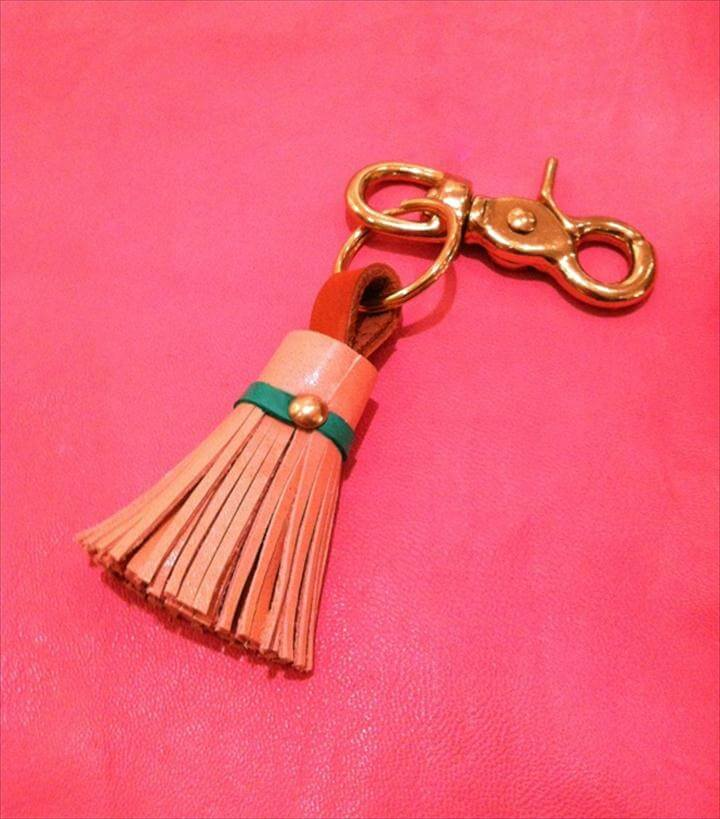Little Green Notebook's DIY Leather Tassle Keychain