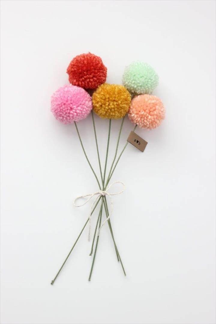 Mini yarn pom pom flowers bouquet (5 poms)