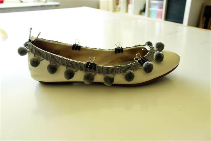DIY Pom Pom Shoes Refashion. Makeover your plain ballet flats with this simple tutorial
