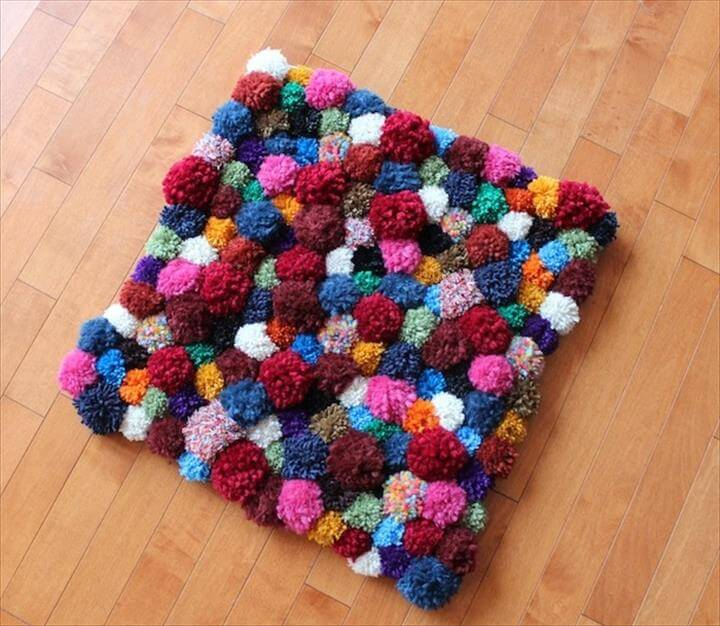 fun & funky pompom accent rug – sure to liven up the living room. Tutorial: Pippa Quilts