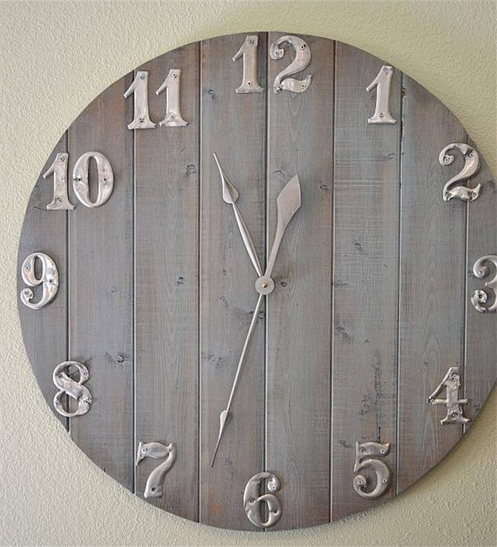 wall clock, empty walls. wooden clock
