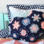Heart-Shaped Hexagon Crochet Pillow - free pattern/tutorial - this is so cute