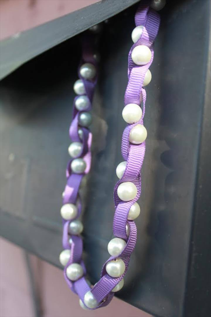 Awesome Ribbon Pearl Necklace