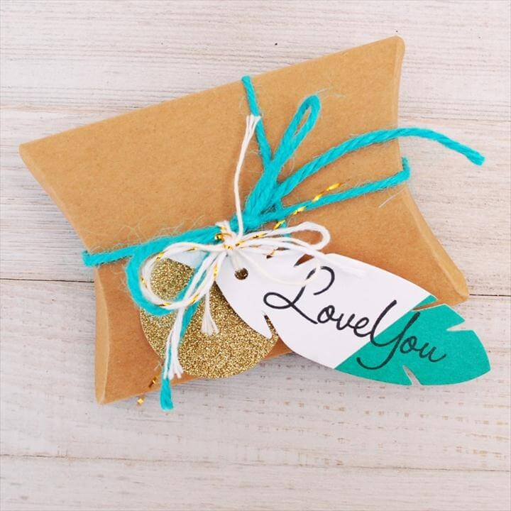 unique gift tag ideas - DIY gift tags - turquoise feather gift tag idea