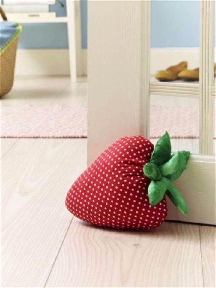 Felt Strawberry Picnic Pillow DIY PDF, Diy Fun Easy Summer Craft Projects Diy And Crafts