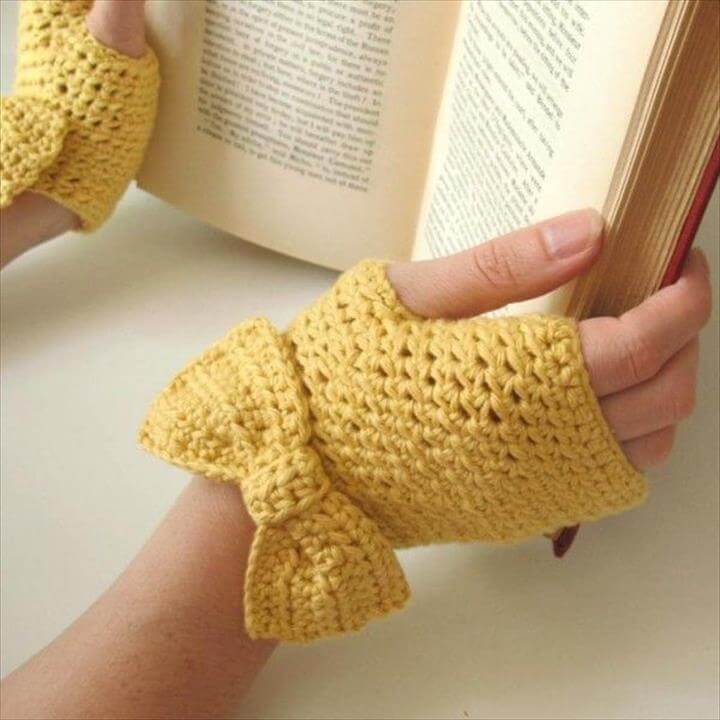 FALL/Winter crochet gloves for girls . Buttercup Fingerless Gloves with Bow