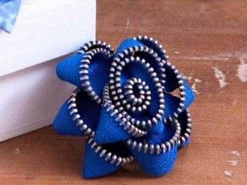 Creative DIY Projects With Zippers - Zipper Flower Brooch - Easy Crafts and Fashion Ideas With