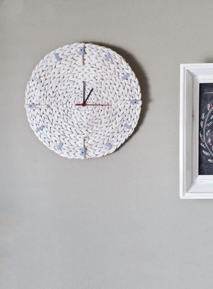 Turn A Placemat To A Minimalist Wall Clock