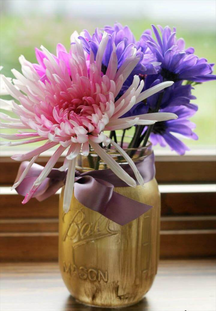 DIY Painted Mason Jar Flower Vases! These are great for wedding, baby showers,