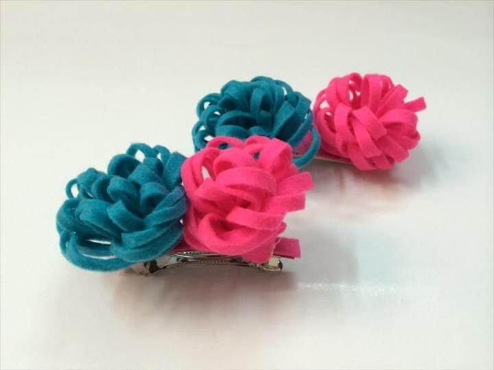 DIY Little Pom Pom Hair Clips