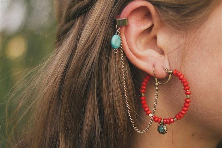 Here are two ways to make your own ear cuffs. They are a great accessory to wear into the fall months to pair with a chunky scarf and a ponytail.
