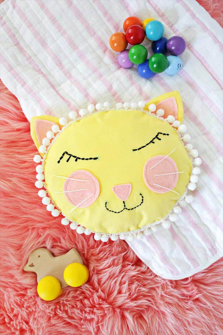 Cat Face Pillow DIY