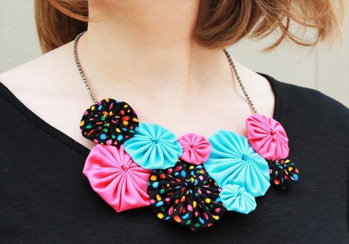 yoyo flower necklace