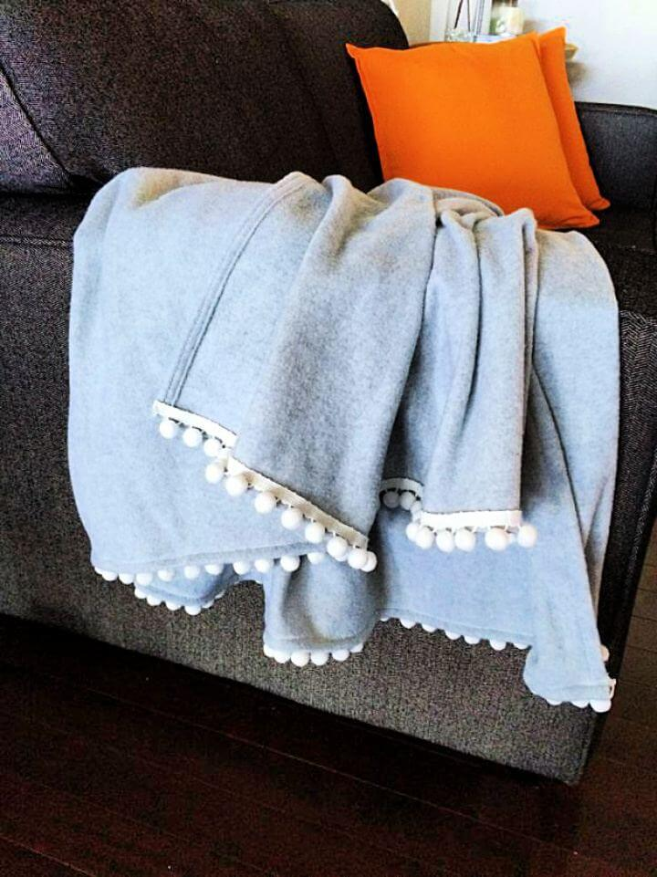 pom pom blankets, diy blankets, diy ideas, diy projects, do it yourself