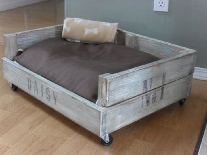 wooden pallet, dog house, wheels dog house, wheels pallet bed
