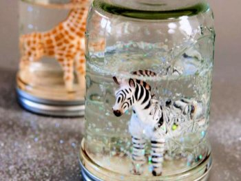 Cute DIY Glitter Snow Globes From Mason Jars