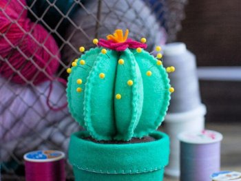 Felt Cactus Pincushion DIY Tutorial