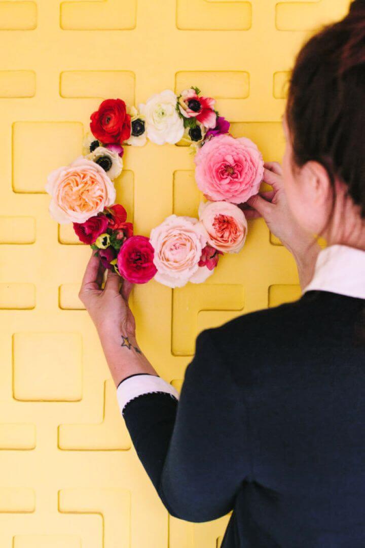 Easy DIY Geometric Floating Flower Wreath
