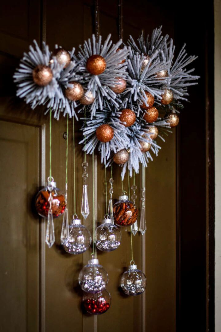 Easy DIY Wreath To Decorate Your Front Door For The Holidays