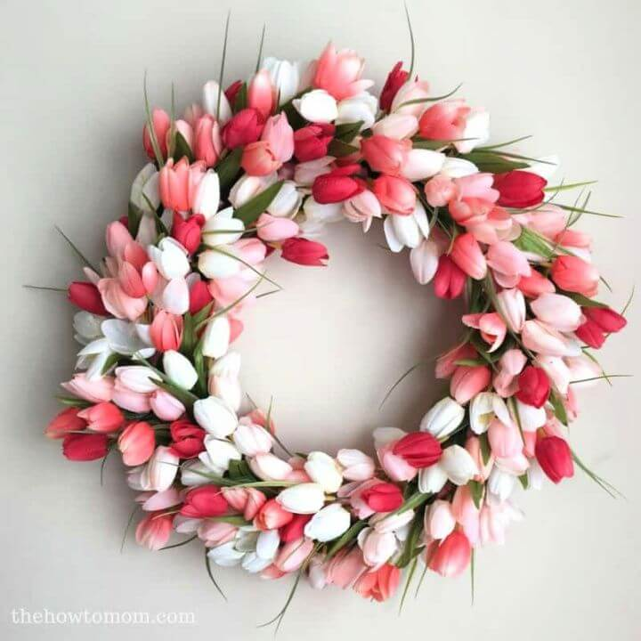Gorgeous And Easy DIY Tulip Wreath