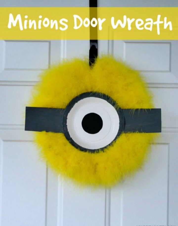 Adorable DIY Minions Door Wreath