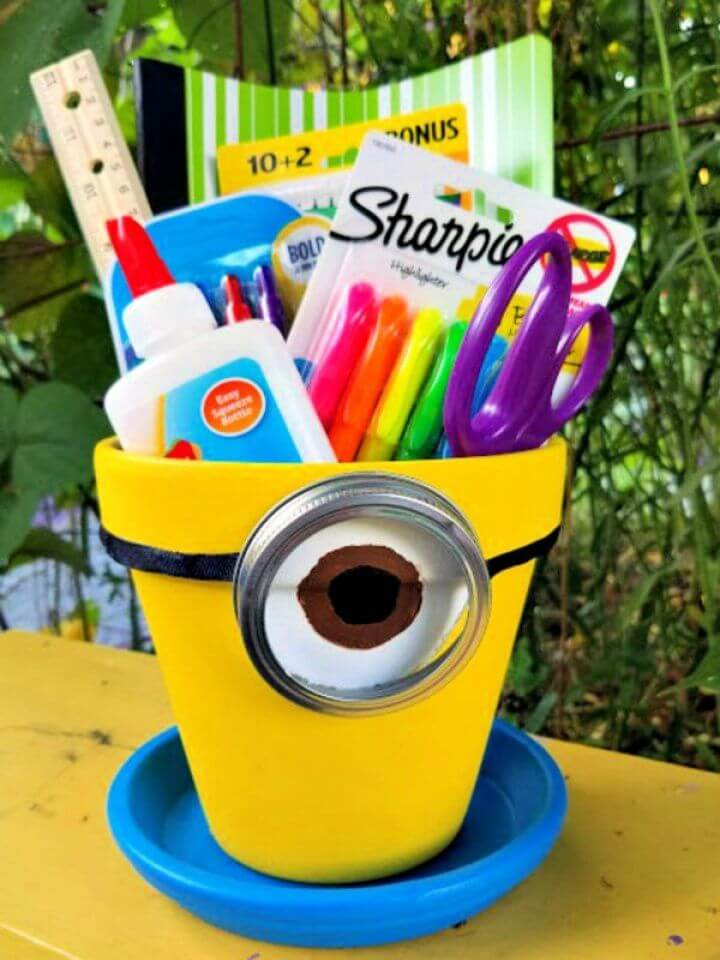 DIY Minions Craft For Desktop Storage