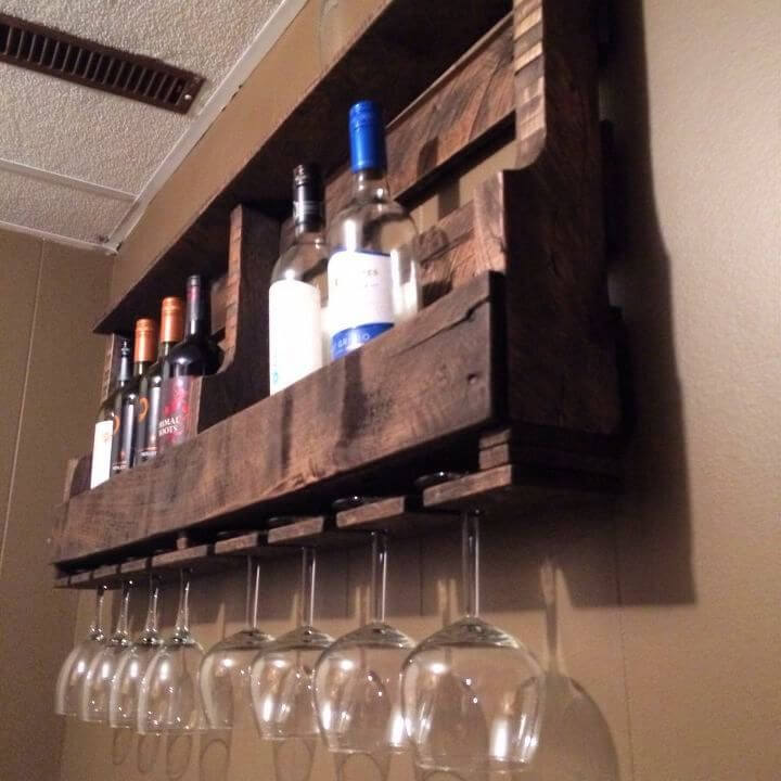 Easy DIY Pallet Wine Rack