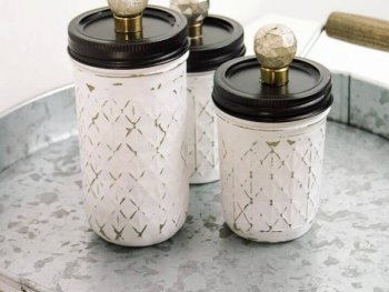 How To Painted and Distressed Mason Jar Storage