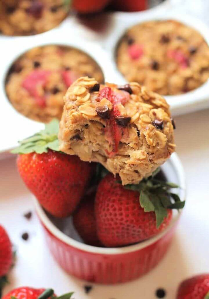 Roasted Strawberry Oatmeal Cups