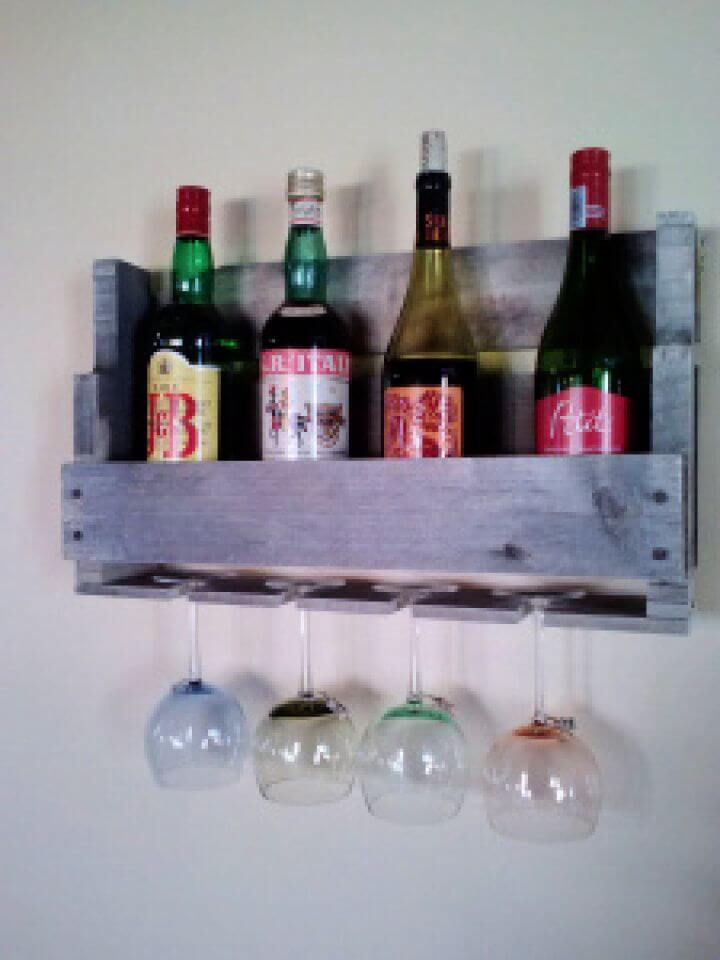 Simple DIY Pallet Wine Racks