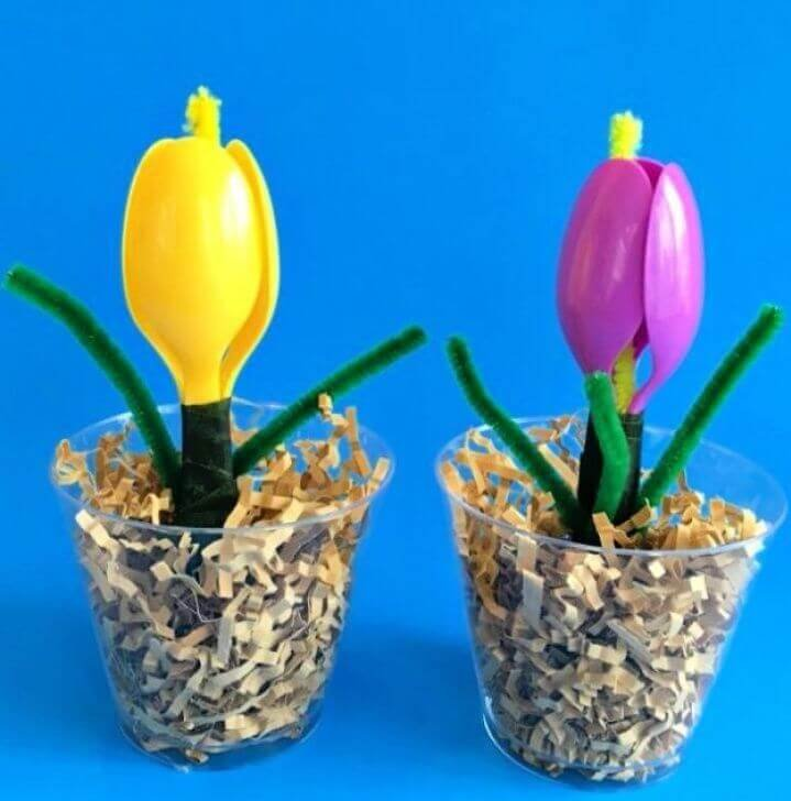 A Plastic Spoon Spring Flower Craft For Kids