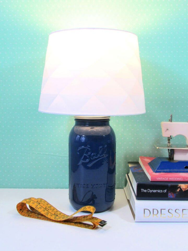 Beautiful DIY Mason Jar Desk Lamp