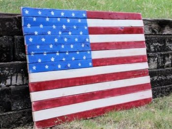 DIY Wood Pallet Art – American Flag