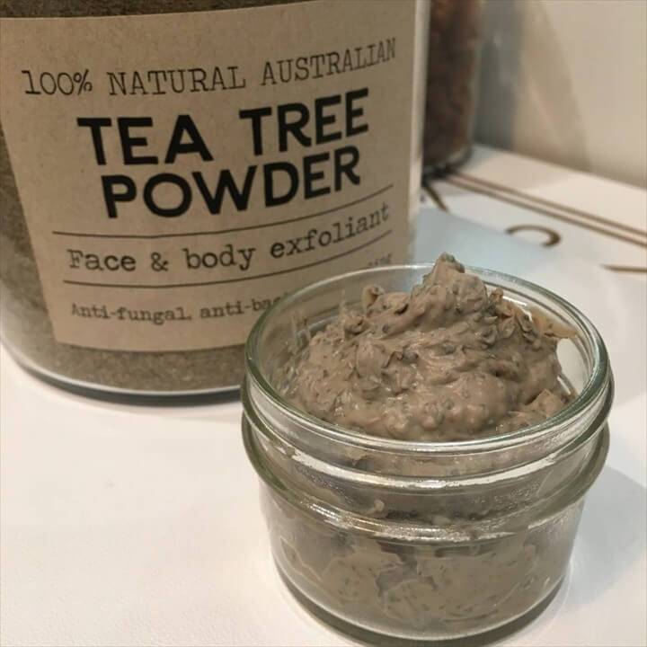 Deep Cleansing DIY Face Mask with Bentonite Clay Raw Honey Lavender