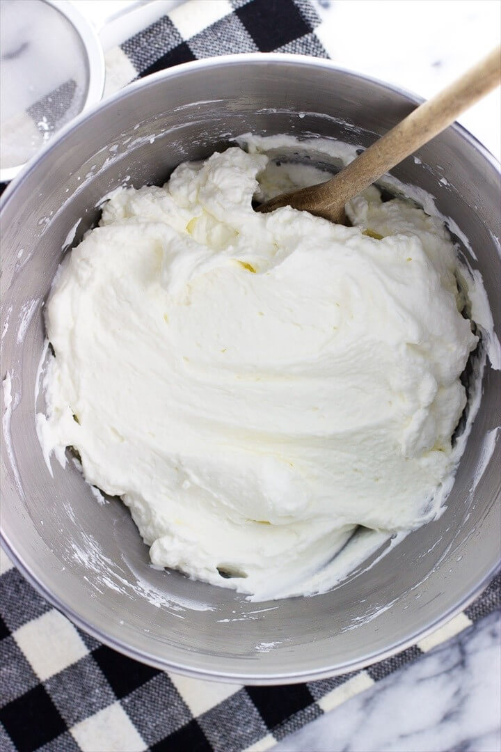How to Make Stabilized Whipped Cream 1