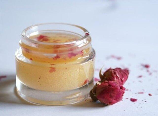 DIY Rose and Honey Scrub For Winter