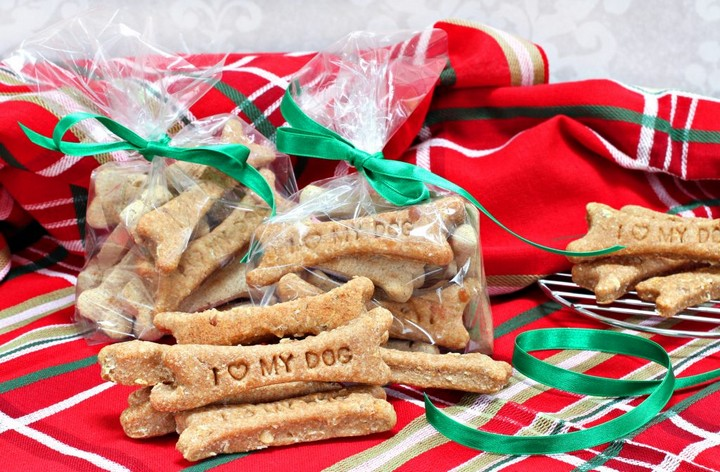 DIY Dog Treat Recipes and Gifts for Dog Lovers