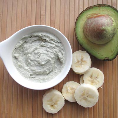 How to Make a Moisturizing Face Mask with Banana Avocado and Aloe