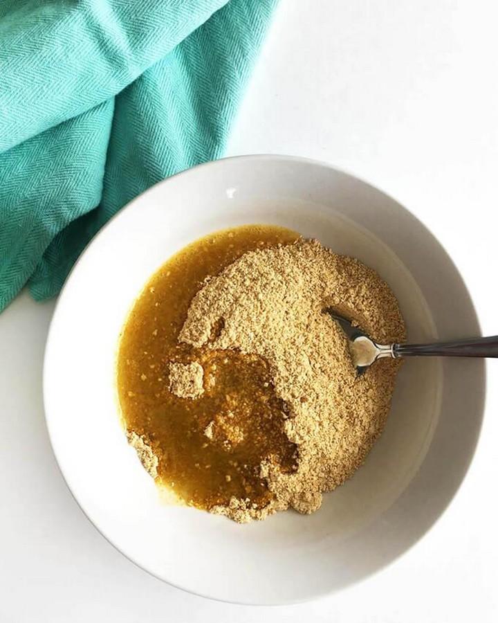 Oatmeal and Turmeric Face Mask