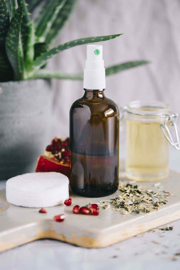 DIY Anti Aging Face Toner with Pomegranate and Green Tea