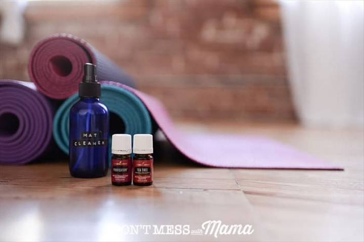 How to Use This DIY Yoga Mat Cleaning Spray