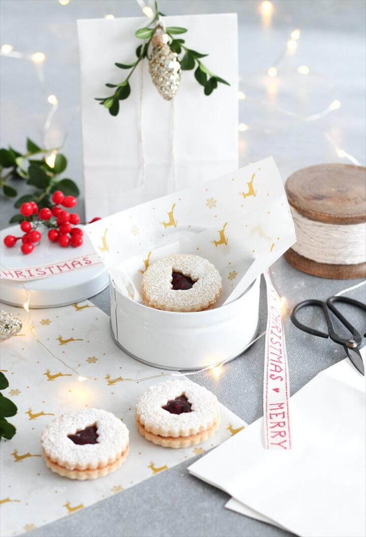 How to Wrap Baked Goods for Christmas Gifts