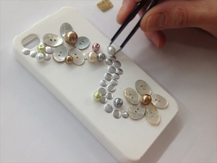Make a Pretty Pearl Phone Case DIY