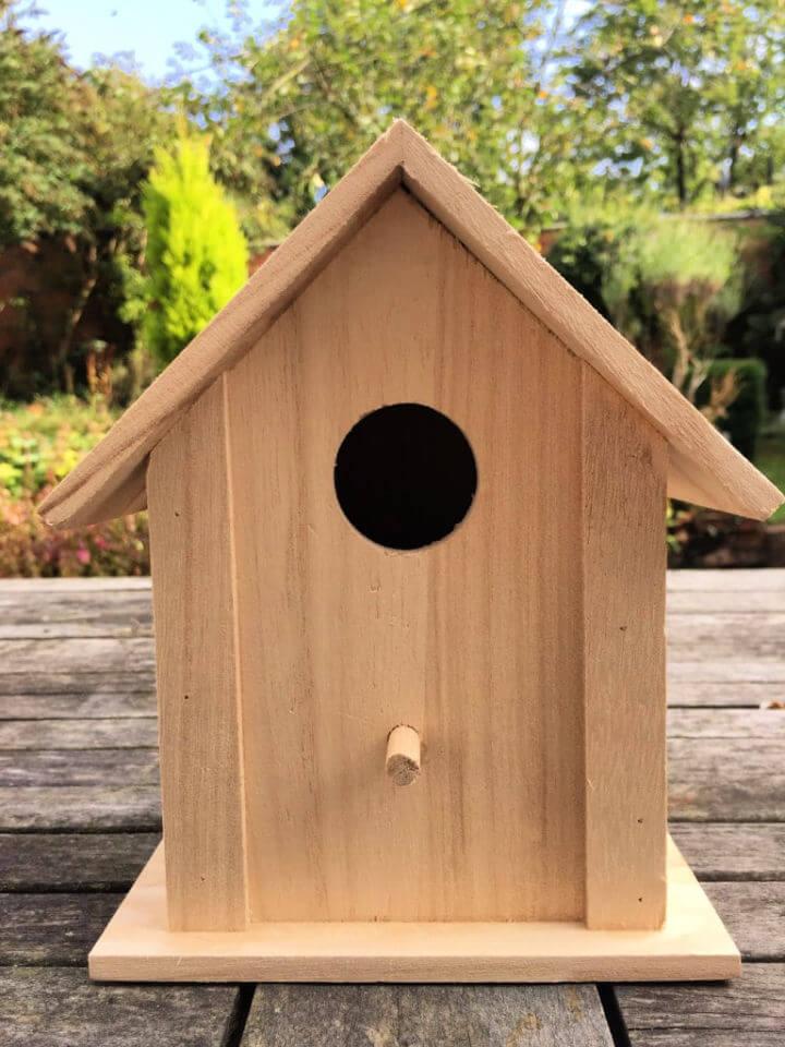 DIY Beach Hut Birdhouse
