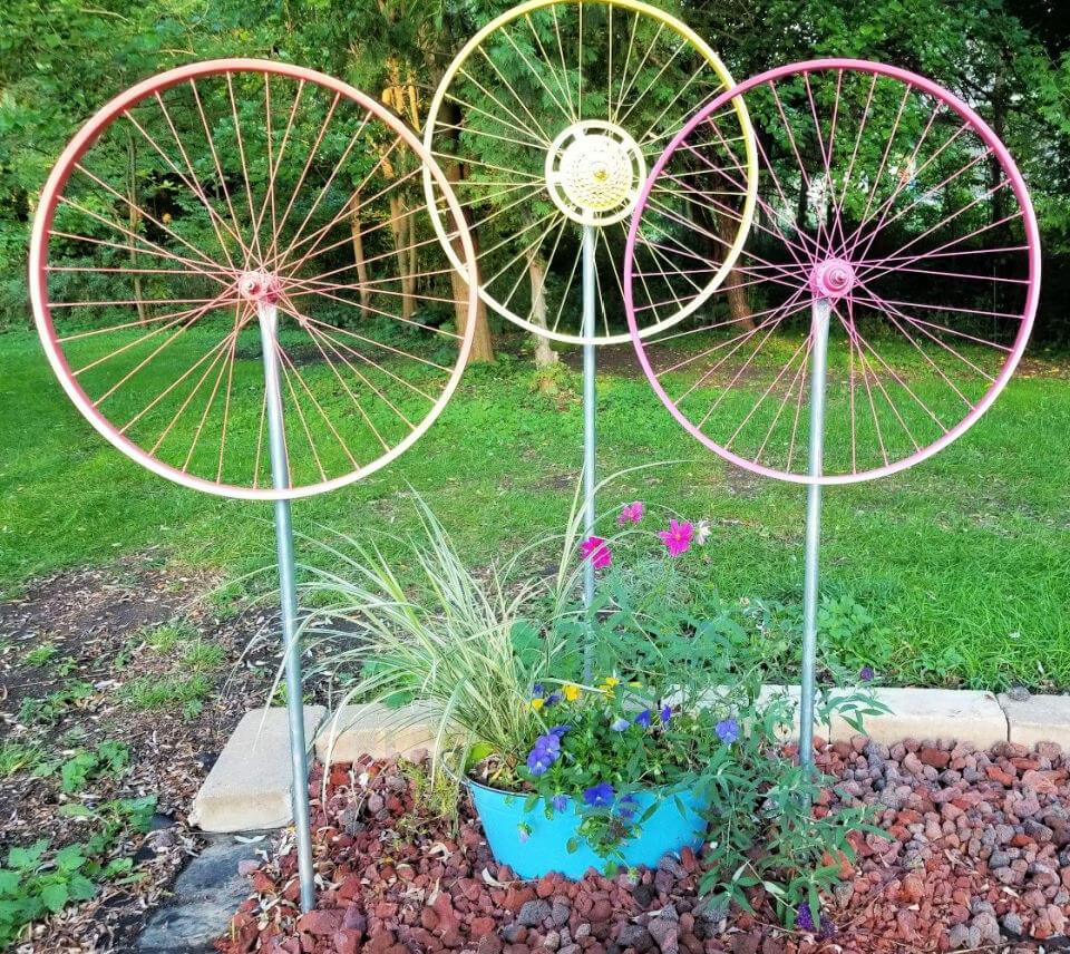 DIY Bicycle Wheel Yard Art