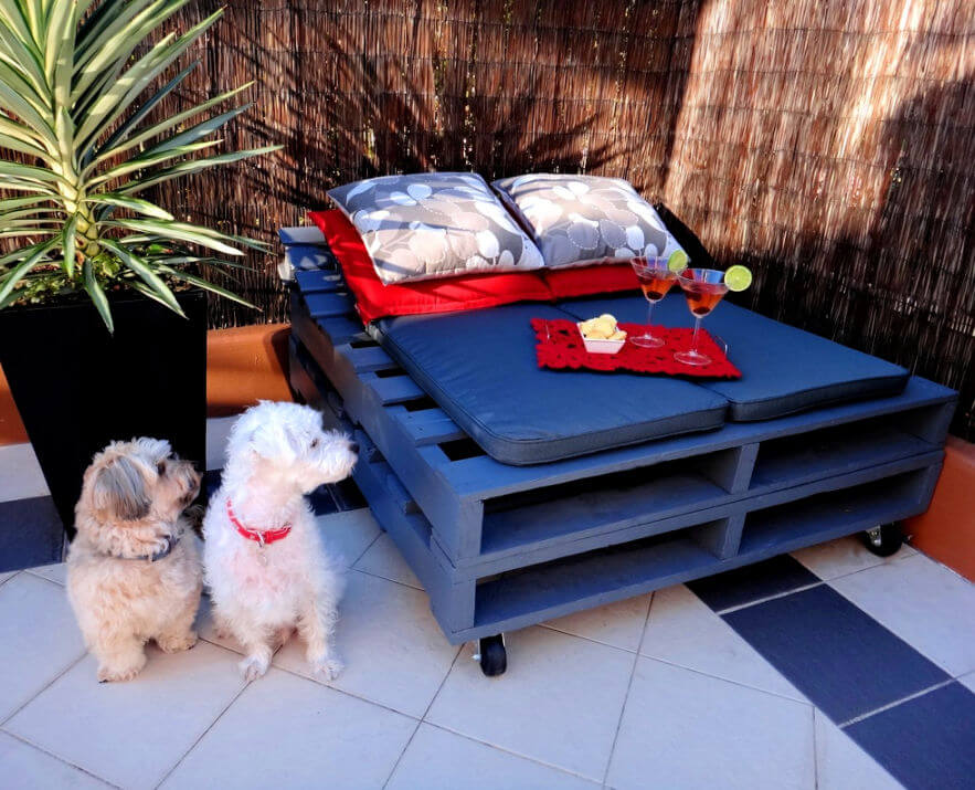 Build a Pallet Day Bed