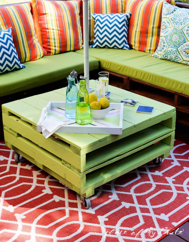 Build an Outdoor Pallet Furniture