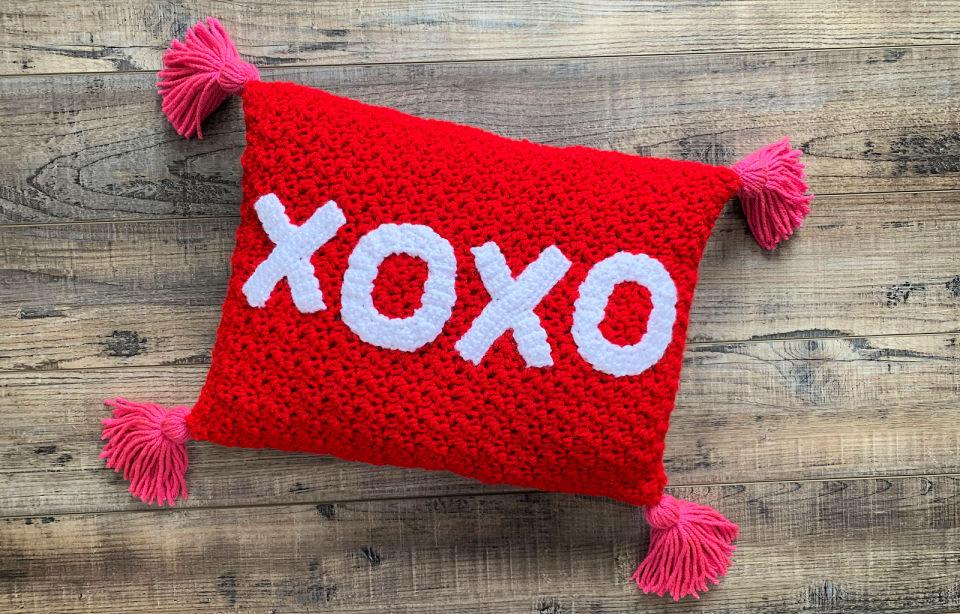 Crochet XOXO Valentines Day Throw Pillow